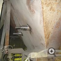 Монтаж датчика влажности на стенках бункера